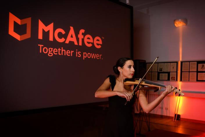violinista artista performance evento aziendale conferenza